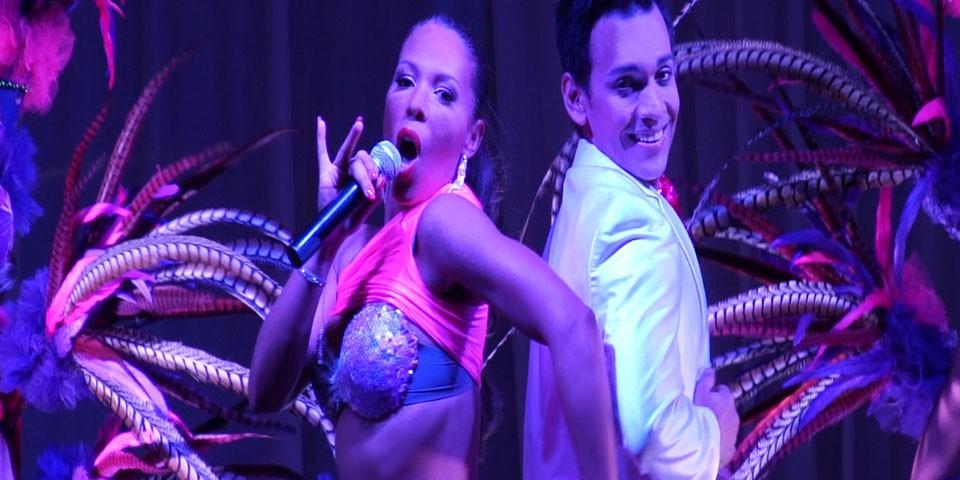 cabaret moderno, EVASIÓN, un voyage dans les cinq continents, show moderne, paillettes et glamour