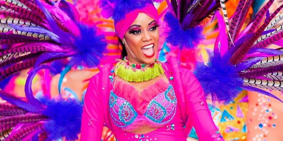 Défilés Carnavalesques Latinos, Danseuses et Danseurs exotiques, plumes et couleurs