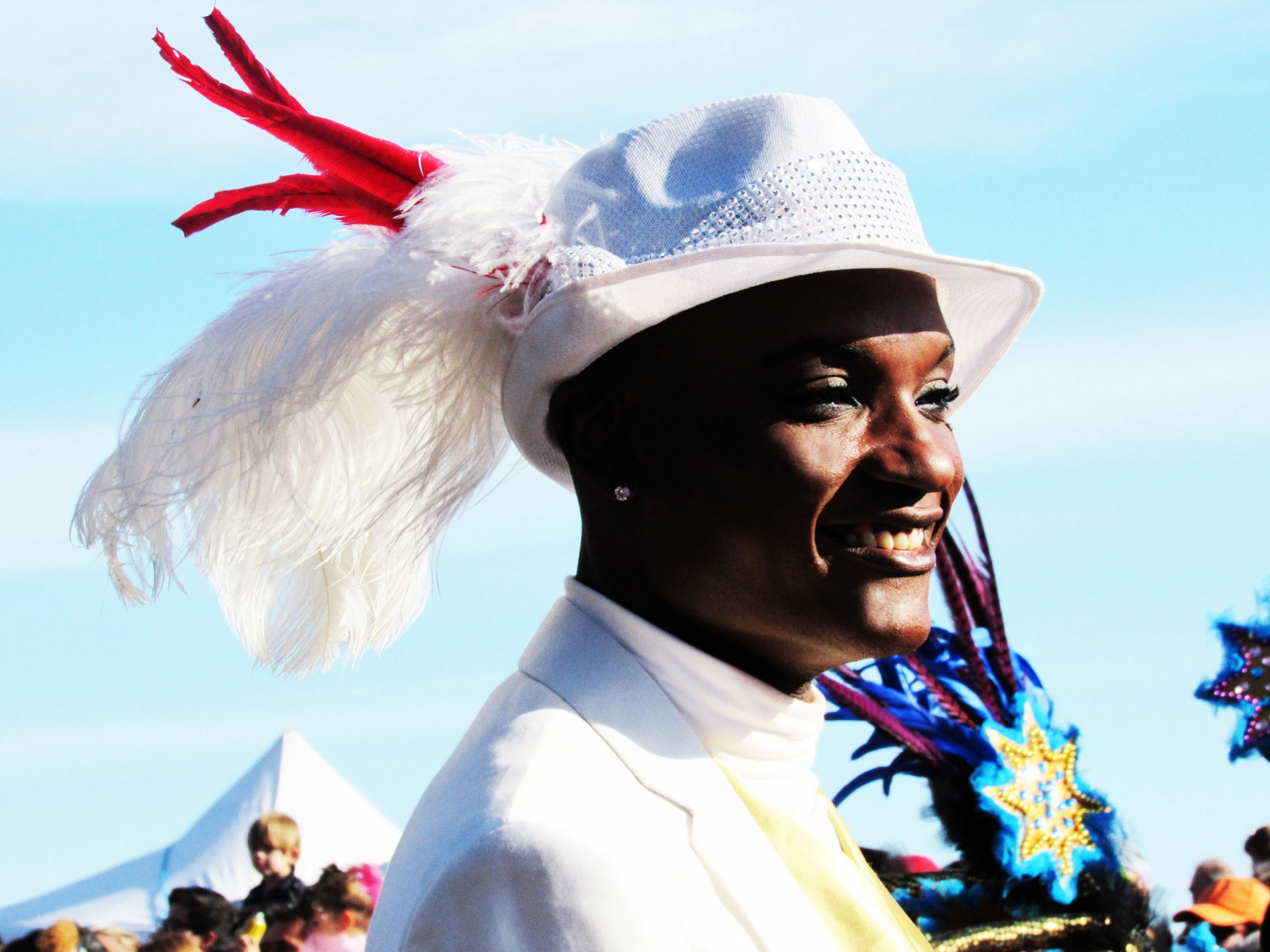Carnaval de Nice 2016: Le Roi des Médias. COMPAGNIE CORPS ET DANSE. + de VIDÉOS !!! Février 2016. Défilé Carnavalesque, Danse Latino