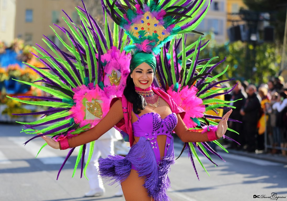 La joie, le rythme et la couleur de notre Compagnie Corps et Danse, captés par France 3 !!!! Carnaval de Nice dans son édition 2017: « Le roi de l'énergie ».